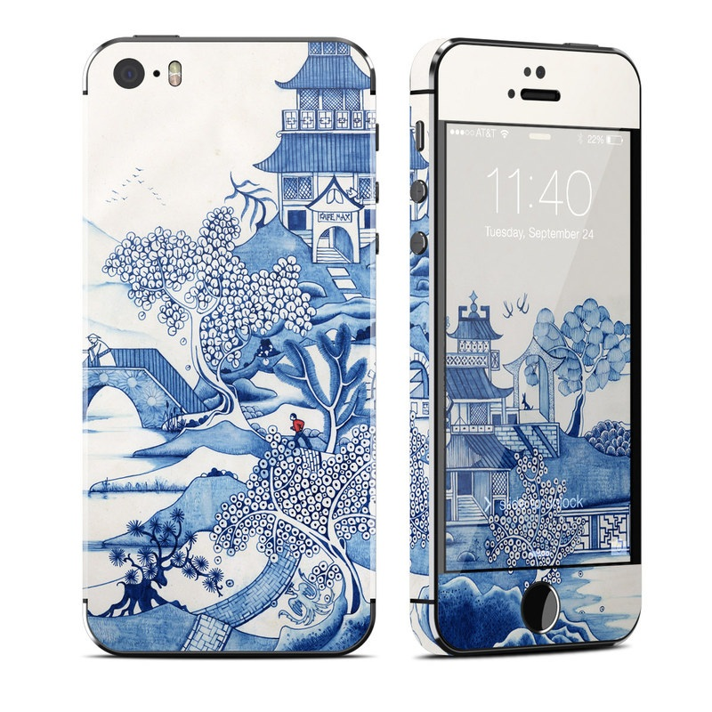 iPhone SE 1st Gen, 5s Skin design of Blue, Blue and white porcelain, Winter, Christmas eve, Illustration, Snow, World, Art with blue, white colors