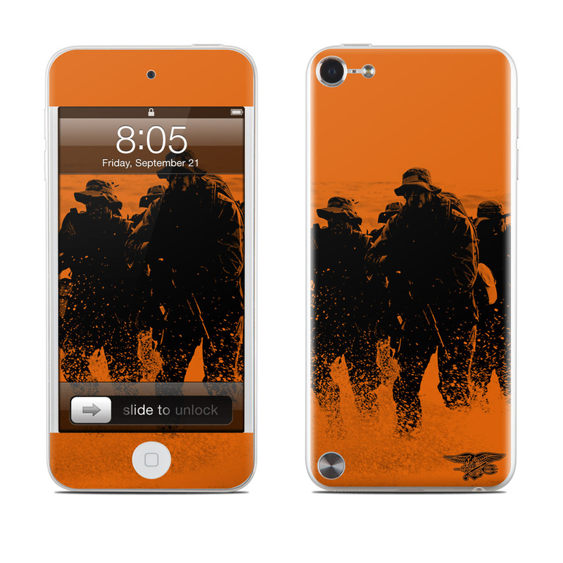 Charge iPod touch 5th Gen Skin