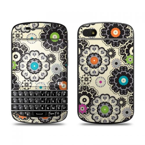 Nadira BlackBerry Q10 Skin