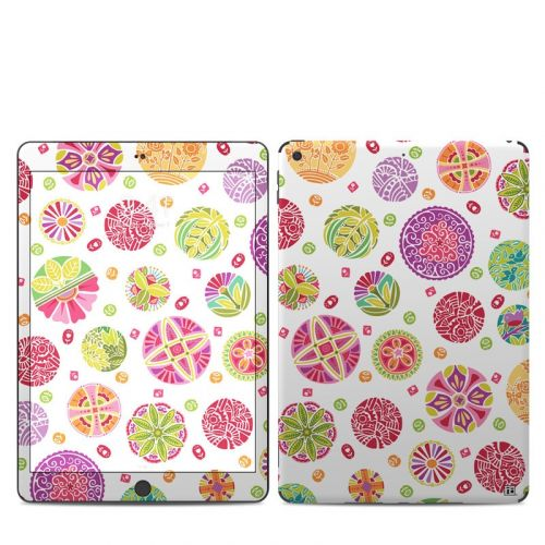 Round Flowers iPad 7th Gen Skin