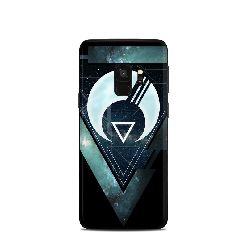 Samsung Galaxy S9 Skin design of Logo, Font, Emblem, Graphics, Graphic design, Fictional character, Symbol, Triangle with black, blue, white colors